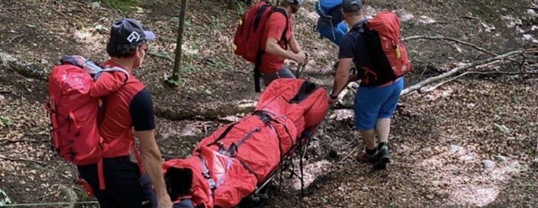 Verletzter Wanderer in der Nähe der Burgruine Wolkenstein